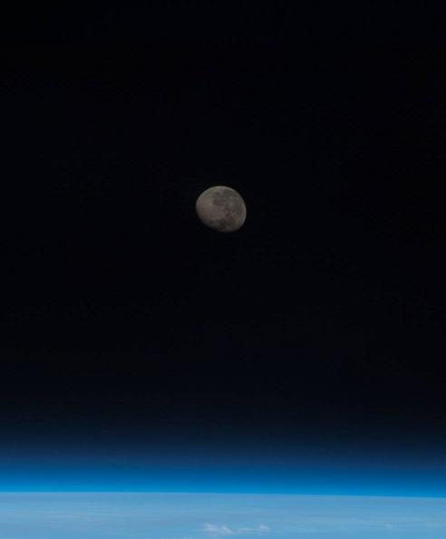 NASA提供 月と地球